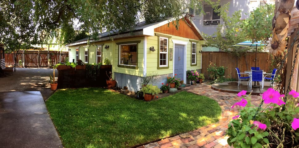 Artist Cottage Studio on the Edge of Downtown SLC