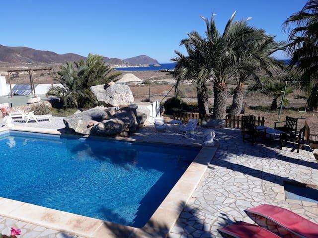 Apartamento vista piscina y mar