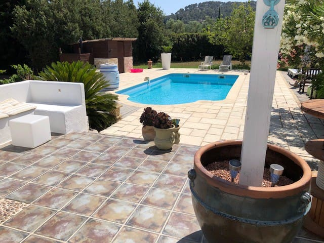 Villa Piscine, campagne et plages, 6 voyageurs