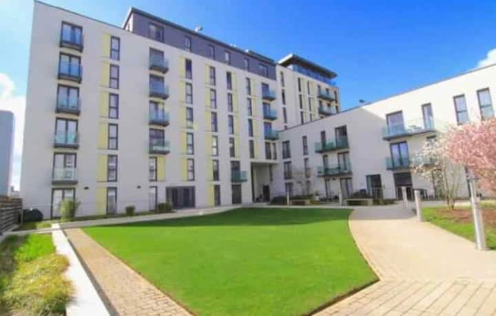 Luxury Apartment/City Centre/Parking/Sleeps 4