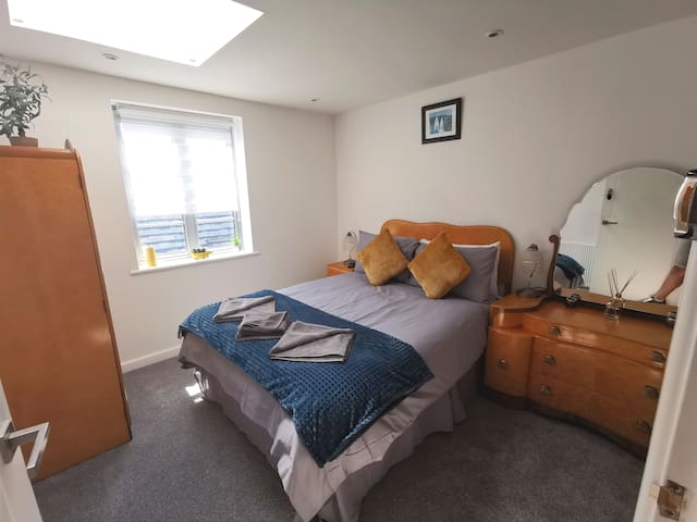 3 rooms in central Southsea. Great for groups.