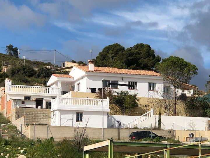 Grote villa met privezwembad nabij Valencia