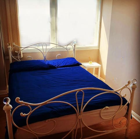 *NEWLY REFURBISHED ROOM WITH AMAZING CITY VIEWS*