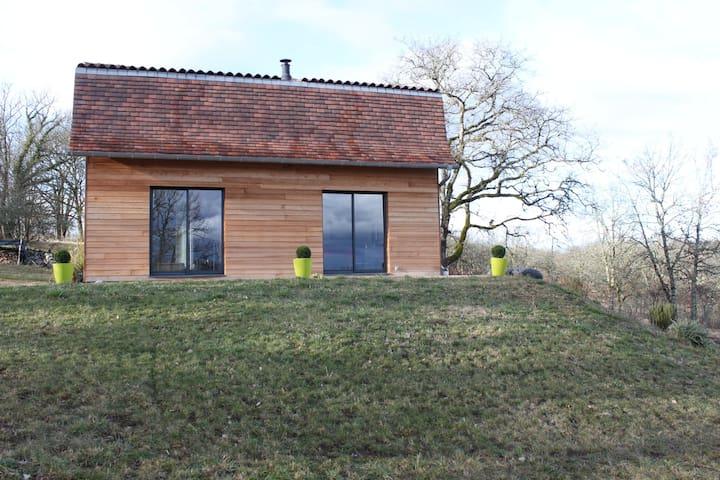 Maison en bois avec vue dans le hameau de Plagne. - Bétaille - Hus