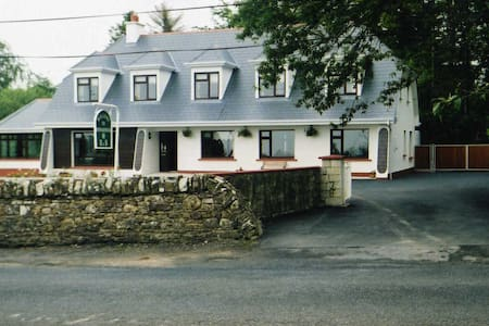 Rinnaknock B&B - Large Room 6 - Limerick - Bed & Breakfast