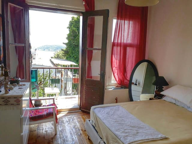 Charming, Romantic with Balcony on the Bosphorus