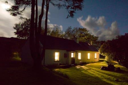 Traditional radiant Irish cottage - County Donegal