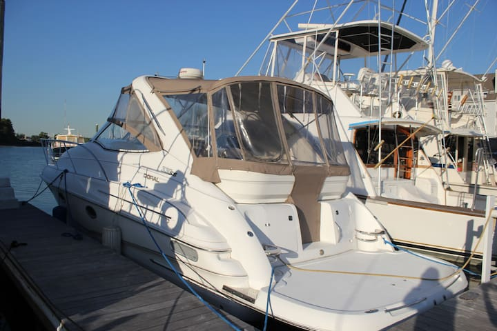 Sleep on a Doral 330 boat in Stamford CT - Stamford - Barco