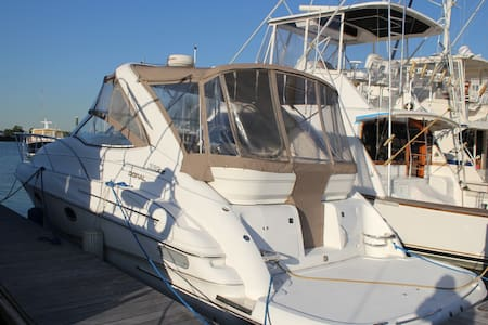 Sleep on a Doral 330 boat in Stamford CT - Stamford