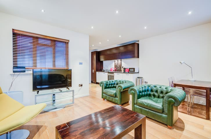 Luxury Apartment in Mayfair (5 mins to Picadilly)