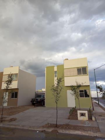 Amplia y cómoda Casa Nueva de tres recámaras