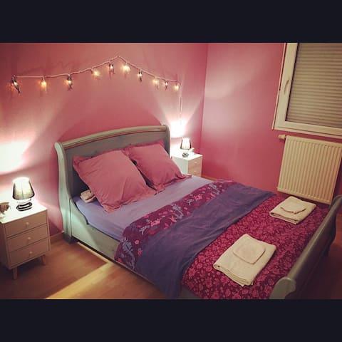 Chambre lit double au calme proximité Micropolis