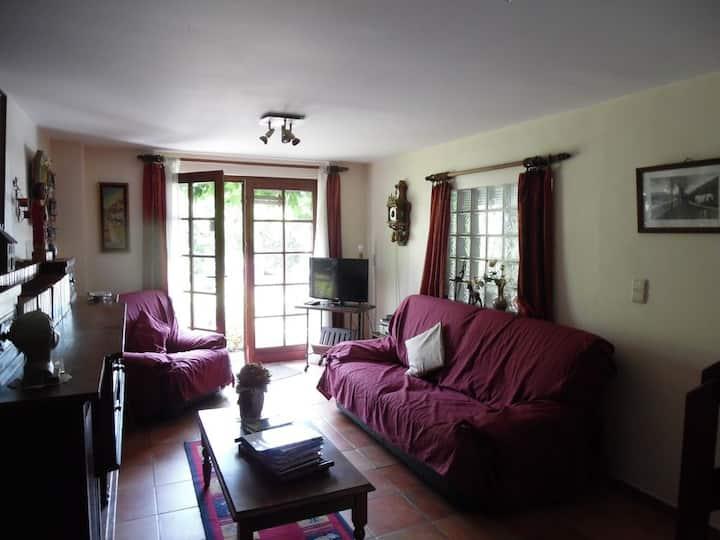 Maison pleine de charme de160 m, indépendante.