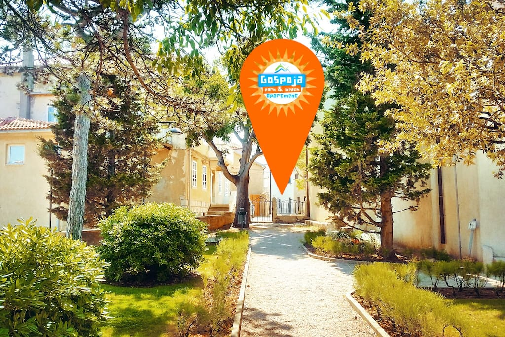 GOSPOJA PARK & BEACH APARTMENT is situated in one of the most beautiful places in Vrbnik, right by the sea and the beautiful park Gospoja with designed playground for children.