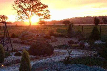 Augusta Cottage rural escape near Orange wineries.