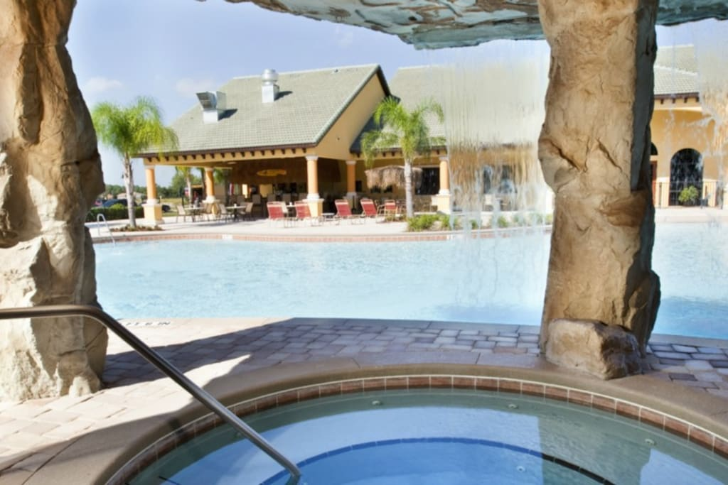 Paradise-Palms-Resort-Clubhouse-Hot-Tub
