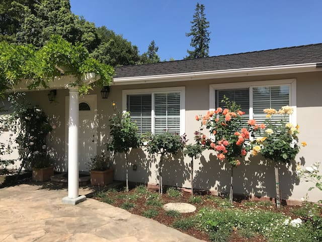 Peaceful 1 Bedroom Atherton/Menlo Park Guest House