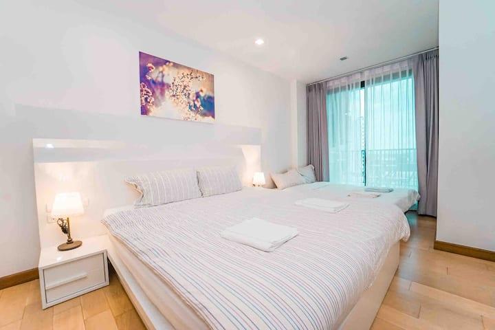 New & Clean Room 48.5 sq/m @ the astra condo