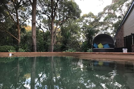 Private room with tree-top views & pool- Newcastle - New Lambton Heights - Σπίτι