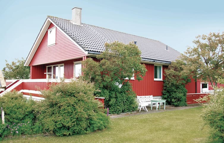Holiday cottage with 5 bedrooms on 200m² in Borhaug