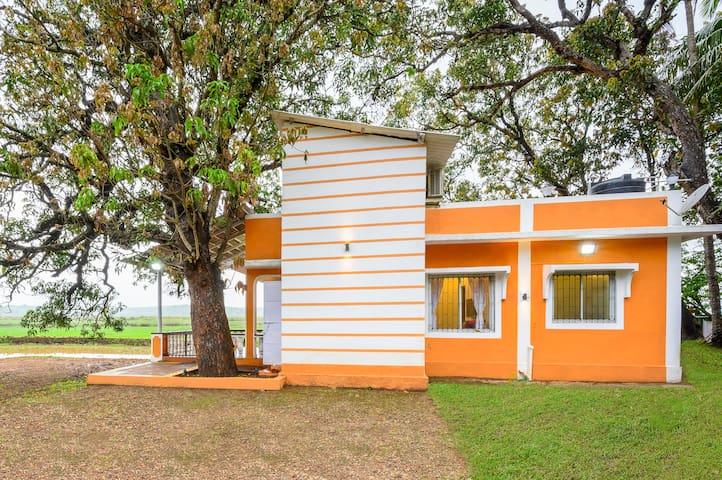 Serene 2-bedroom farmhouse on Divar Island/73612