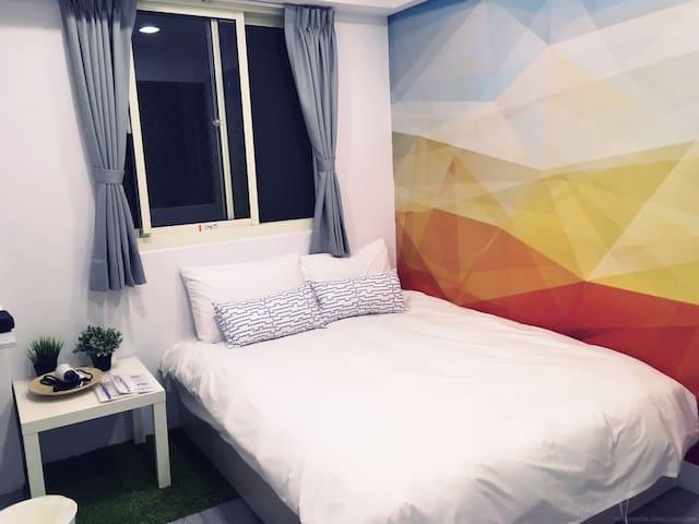 逢甲夜市1分鐘 溫馨雙人房 Double room 獨立衛浴 低樓層
