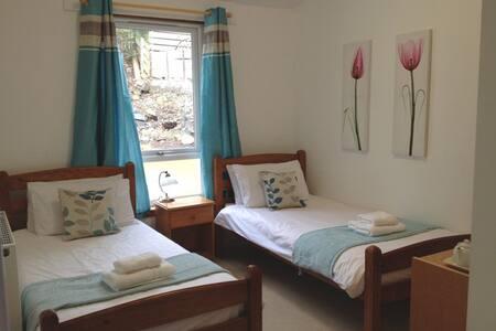 Twin en-suite bedroom - Pitlochry - Bed & Breakfast