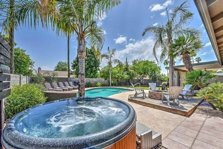 SANDRA Scottsdale 5 BDRM Estate w/Heated Pool by Kierland ❤️ Resort Yard-Billiards-Spa-Volleyball.
