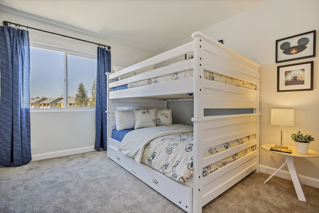 Double bunks with Pull out trundle