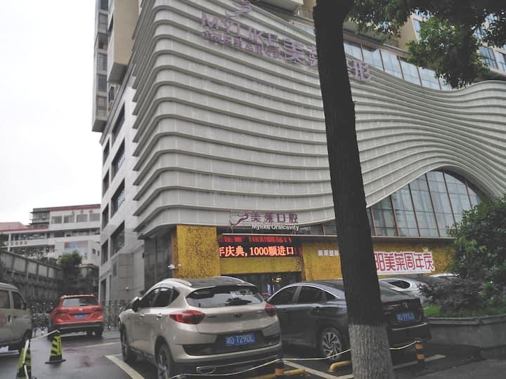 商业步行街靠近南华大学、万达广场高档公寓