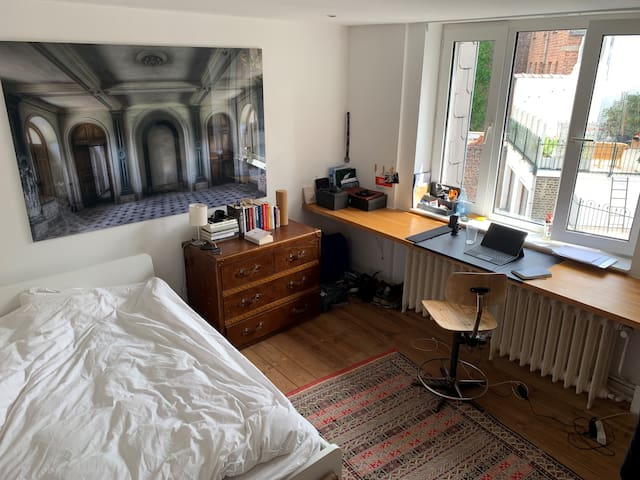 Large room, two rooftop terraces in great location