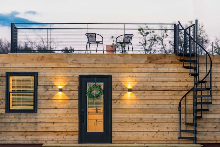 """""""The Meadows"""" Container Home in Country Setting 12 min. to Magnolia"""