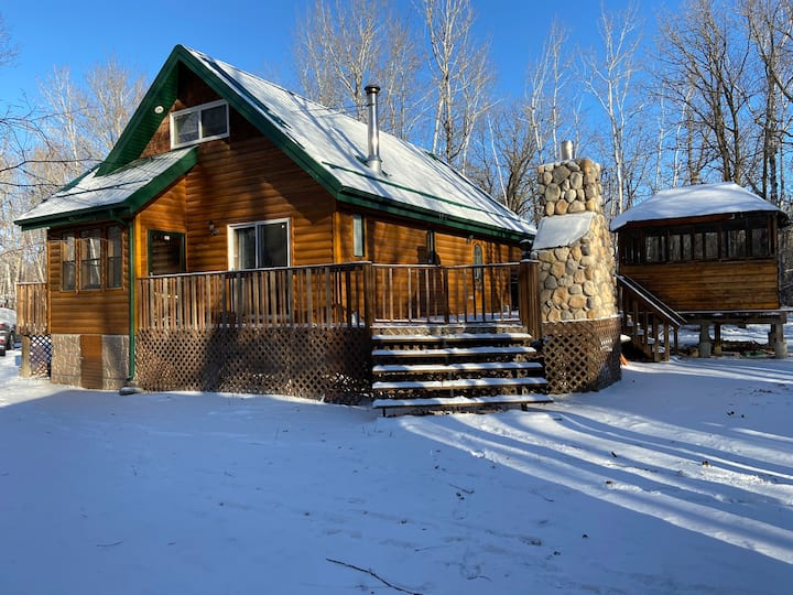 Beautiful 4 Season Cabin in Belair MB