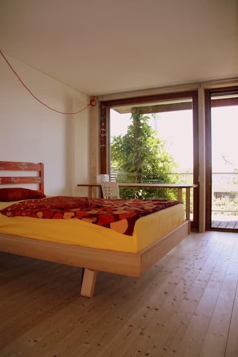 Schönes Zimmer Nähe Zürich in Bio-Holzhaus