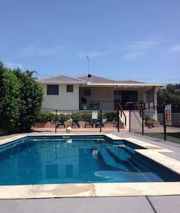 Family Beach House (400m to Blue Bay Beach) - Blue Bay - Haus