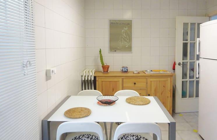 room with own bathroom, city center - València - Apartment