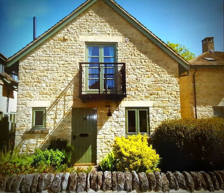 River Cottage, Cotswolds, with Pool Access