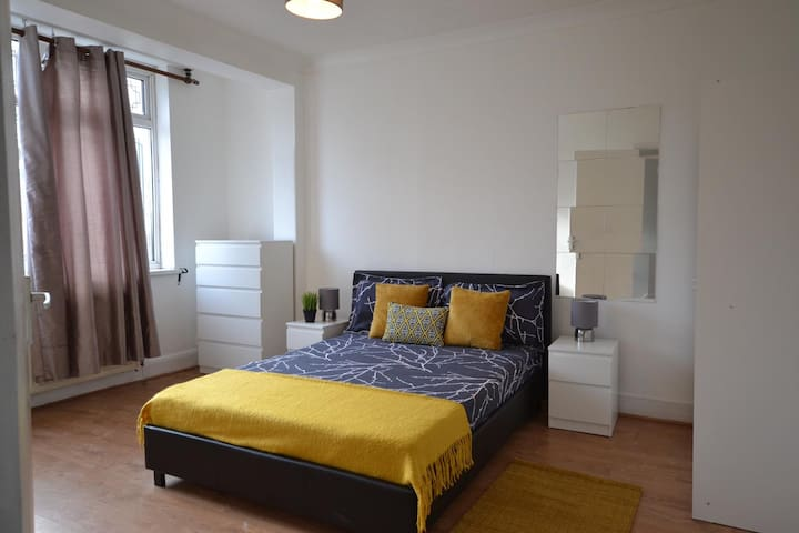 Huge Double Room 20 min for King's Cross Station