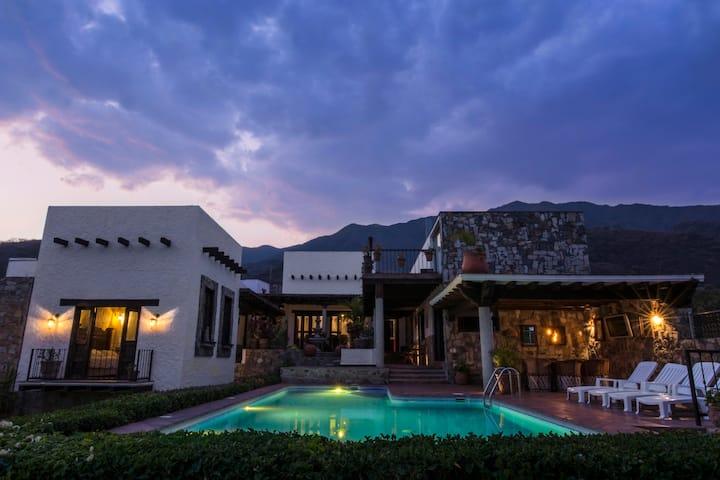 """Casa de Piedra""/Beautiful vacation home/Lake view"