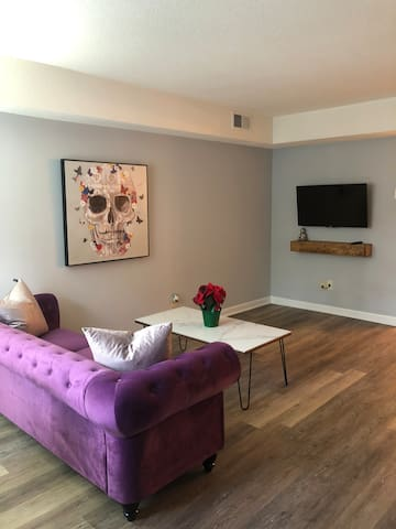 30 night minimum Raleigh Rental (Clean&Modern)