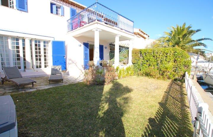 Large house with WIFI , a terrace, a garden and a 12m mooring