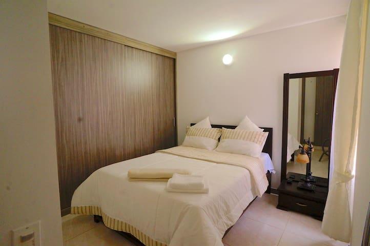 1 Dormitorio: cama Queen y baño privado