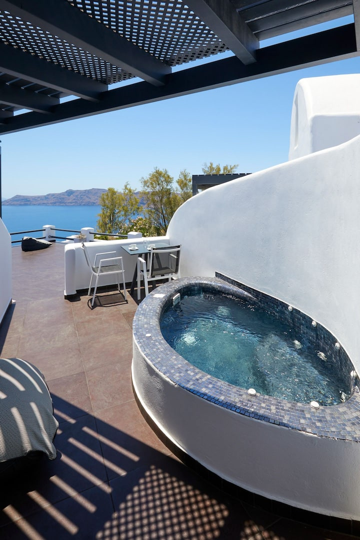 Elegant Suite with Outdoor Heated Private Jacuzzi