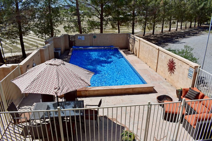 2 Houses! 5bd/4ba Rustic Cabin Retreat Pool & Spa