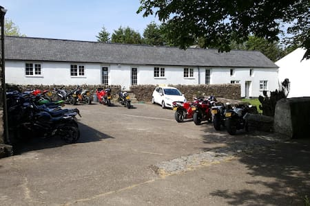 Cronkbane Cottages - Glenmaye Cottage
