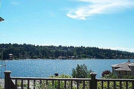 Waterfront View Cottage-5 Stars! - Bellevue - Maison