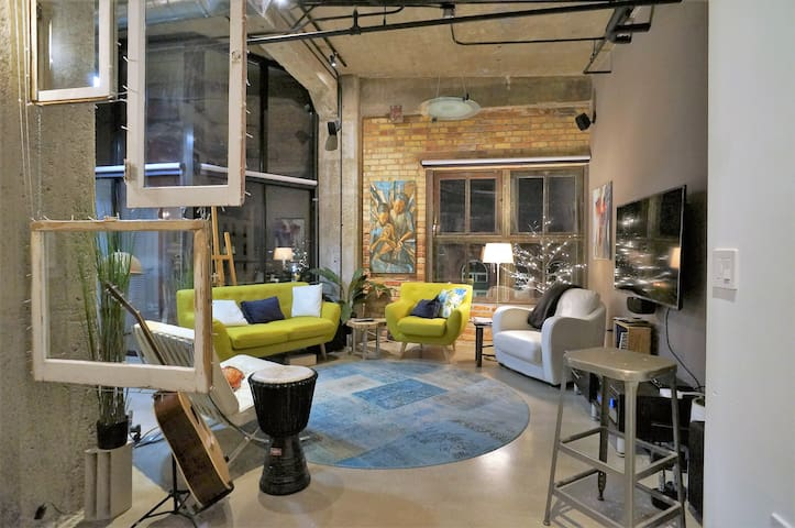 Artsy Downtown Executive Loft
