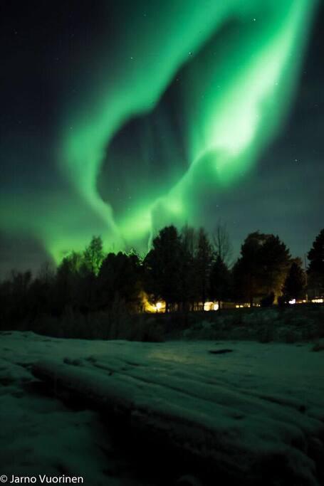 Aurora's show on the riverbank of Kemijoki.