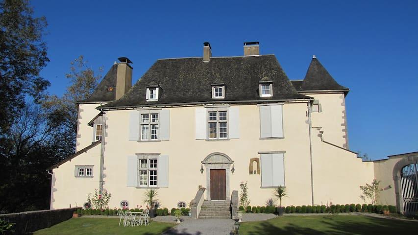 Château de Porthos, Gîte 5 étoiles en Béarn