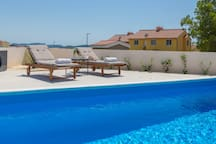 Family villa with private heated pool, 6 guests